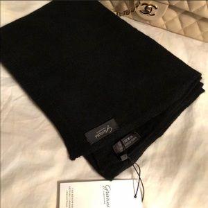The Fortunato black scarf... cashmere!